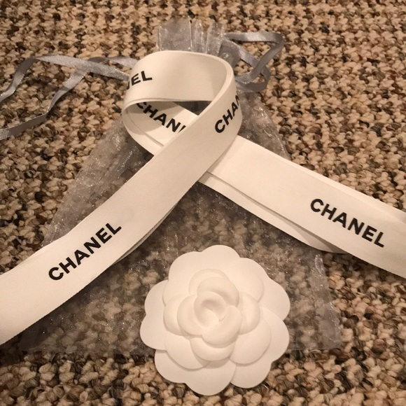 CHANEL Accessories - White camellia with ribbon